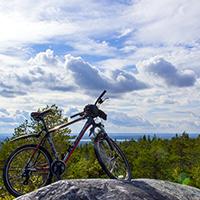 Велосипед на одной из скал Воттоваары