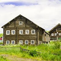 Старинные двухэтажные дома в Маньге