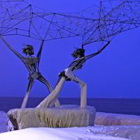 Рыбаки на набережной Петрозаводска - фото №1